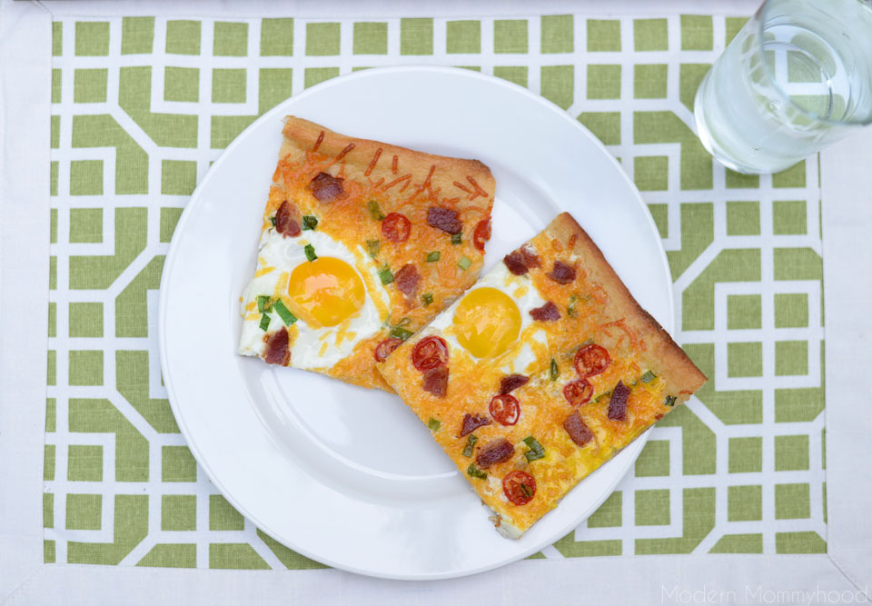 Cheesy Breakfast Pizza Recipe - super easy to make and great for breakfast OR dinner. :) ModernMommyhood.com