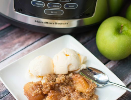 Slow Cooker Apple Crisp Recipe - an easy and delicious recipe perfect for fall and winter!