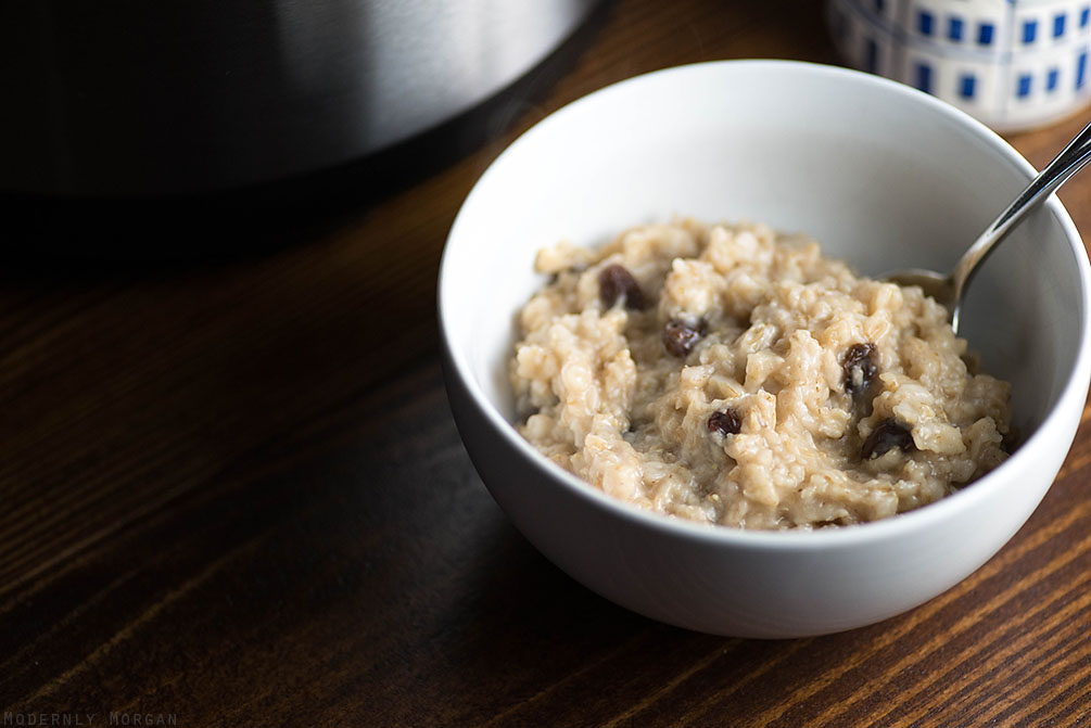 Overnight Cinnamon Raisin Oatmeal - A deliciously warm and hearty breakfast, perfect for fall and winter! With the perfect amount of cinnamon, brown sugar and raisins, this hot cereal is a great way to start your day! It's made in a rice cooker too!